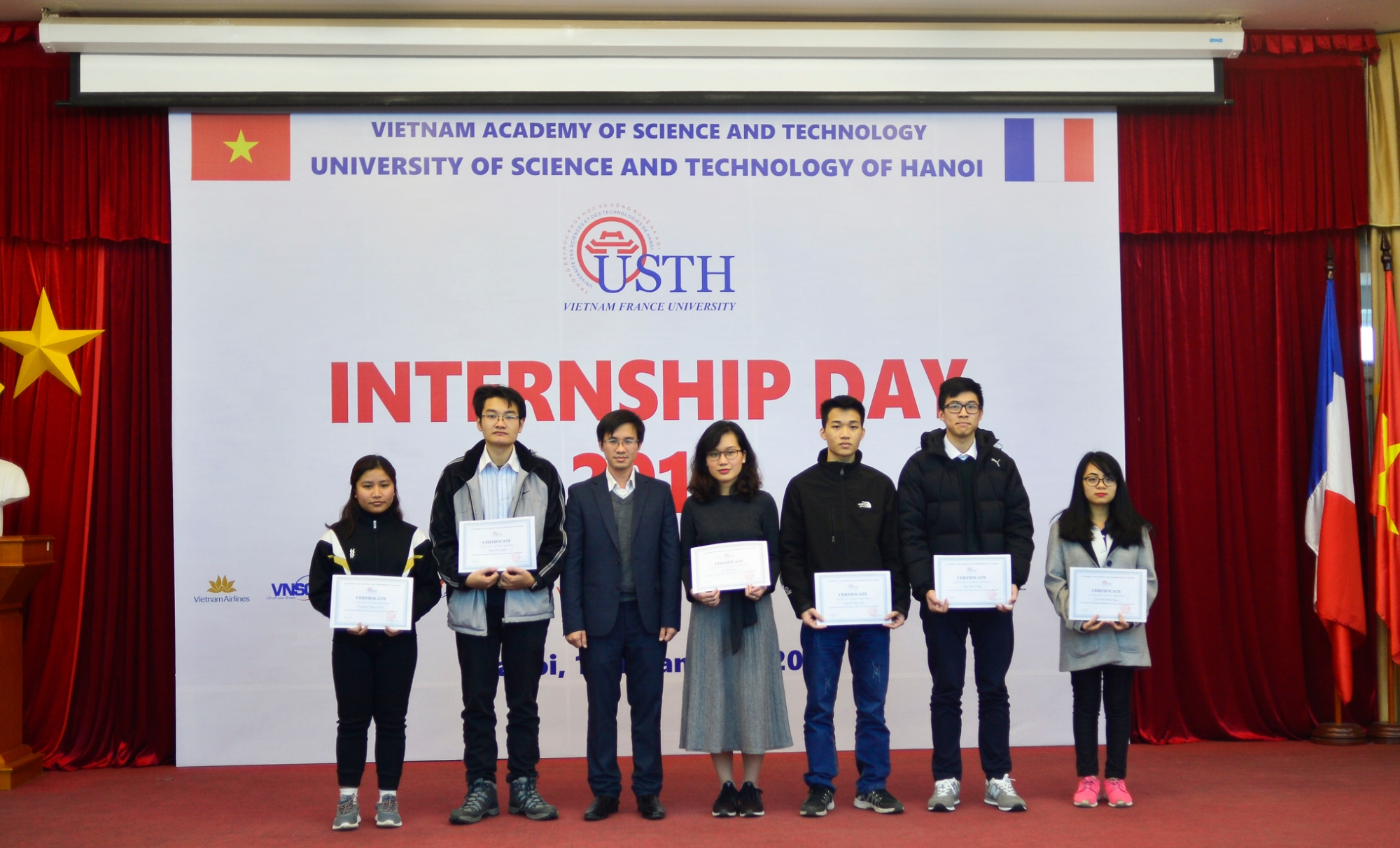 Prof. Nguyen Hai Dang awarded USTH Scholarship for 12 excellent students in the academic year 2018-2019